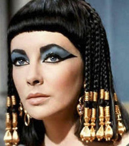 elizabeth-taylor-dans-le-role-de-cleopatre-dans-le-film-du-meme-nom-de-1963_151464_w620